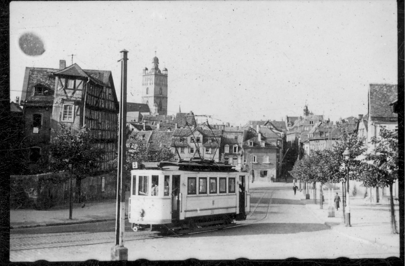 Landgraf-Georg-Straße nach Westen mit Straßenbahnwagen der Linie 5, vor 1943, StadtA DA Best. 53 Nr. 706