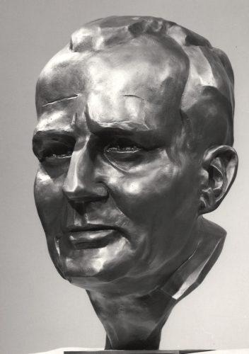 """Bronzebüste """"Carlo Mierendorff"""" von Knud Knudsen, StadtA DA Best. 53 Nr. 9369"""