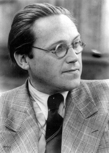 Portrait von Wolfgang Steinecke, der nach rechts aus dem Bild blickt